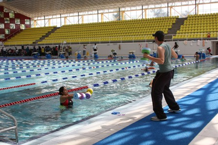 Entregan 100 becas de nataci n a ni os de azcapotzalco for Clases de natacion df